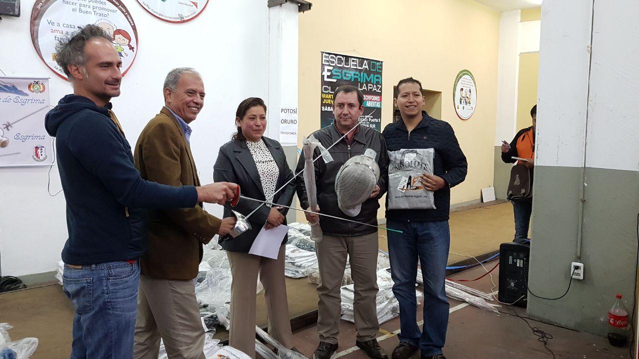 Federación Boliviana de Esgrima realiza la entrega de material deportivo a asociaciones