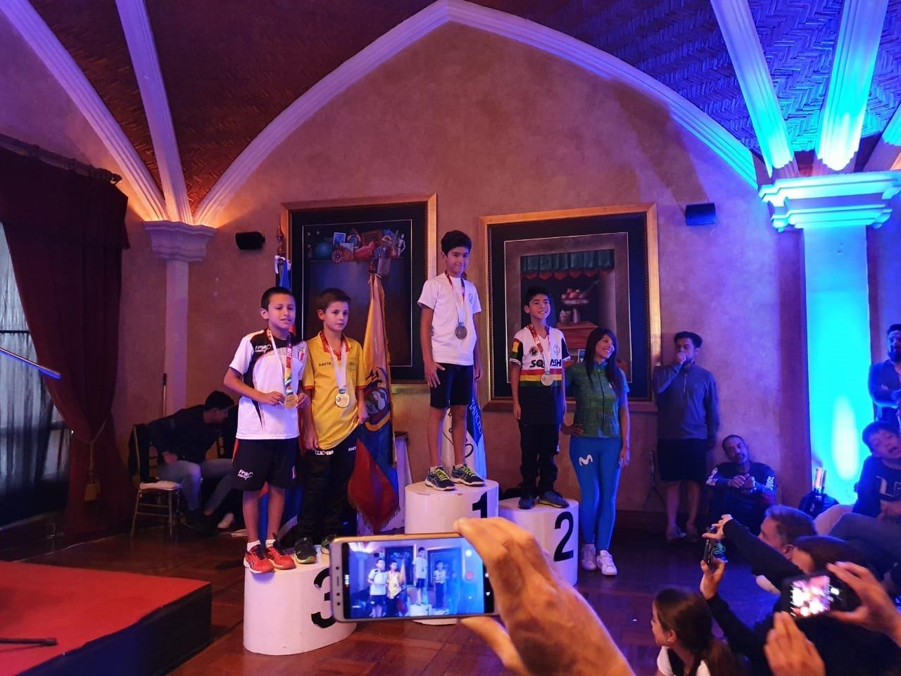 Bolivia logra tres medallas en el Sudamericano de Squash en Quito